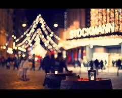 Christmas Time Helsinki (Marcus Klepper - Berliner1017) Tags: christmas night canon suomi shopping weihnachten lights helsinki finnland bokeh 7d verkaufen alexanterinkatu