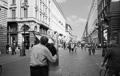 194200906cMILANO007 (GIALLO1963) Tags: street people italy signs candid milano lombardia magiclight