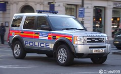 Metropolitan Police / Land Rover Discovery / EOD / Response Vehicle / CZJ / BX10 LCK (Chris' Transport Pics) Tags: road old uk blue light england woman man london film speed lights bill pc team bars pix order fuji crossing cops united nick fine blues police samsung disposal kingdom rover eod cop finepix copper land vehicle and fujifilm service law hd enforcement breakers emergency discovery 112 euston siren metropolitan coppers explosive arrest policeman response 999 constable 991 ordnance twos strobes czj policing lightbars rotators vluu pl81 pl90 sl630 leds s2750 bx10lck