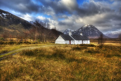 The Little White House (lordoye) Tags: snow mountains landscape scotland highlands little whitehouse glencoe scottishhighlands scottishlandscape etivemor 1740f40l eos5dmk11
