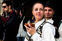 Gaiteiro y Musa . . . (joseemiliogomez431) Tags: gente personas festa traje 2016 callejeras fotosdecalle vilanovadosinfantes raigame trajegalego raigame16