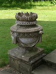 Mottisfont Abbey Urn, Hampshire, England (Amethinah) Tags: uk greatbritain england urn unitedkingdom hampshire nationaltrust 2007 englishgarden mottisfont mottisfontabbey