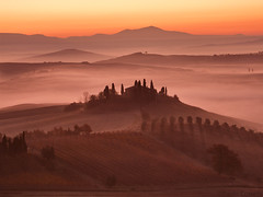 Tuscany Morning #6 (Corsaro078) Tags: mist fog sunrise landscape alba tuscany siena toscana nebbia paesaggio colline cretesenesi d90 wondersofnature sanquirico poderebelvedere