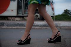 6406tw (Chico Ser Tao) Tags: women woman walking voyer voyerismo street rua sexy sandlia saltoalto mulheres mulher pernas highheels gnero genre feminismo feminism