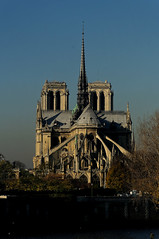 Notre-Dame de Paris (Edgard.V) Tags: paris france church soleil cathedral gothic catedral chiesa cathdrale ciel igreja terre gothique comte gloge