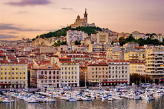 Marseille, le Vieux Port et Notre-Dame de la Garde le matin (paspog) Tags: france sunrise dawn marseille vieuxport matin aube leverdusoleil