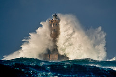 moi aussi j'ai mon big boom ! ;-) (Brestitude) Tags: sea mer lighthouse four brittany wave bretagne tempest vague joachim phare tempte finistre porspoder brestitude