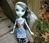 """My legs are only a little stiff."" (Leenechan) Tags: dolls frankiestein monsterhigh dayatthemaul"