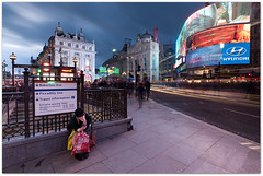 Piccadilly Circus, London (Davide Anastasia) Tags: christmas longexposure london manfrottotripod nikon1224 leefilters nikond90 proglass lee09ndproglass