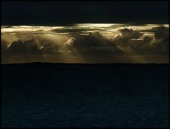 Parcialmente Nublado / Cloudy (araujovisual) Tags: niceshot seascapes cloudy marinas flickraward parcialmentenublado flickrunitedaward