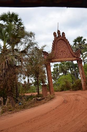 Temple gate from the tuk-tuk ©  Still ePsiLoN
