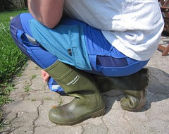 Blue WorkZone pants and green Dunlop Purofort (Noraboots1) Tags: boots rubber wellies gummistiefel dunlop gummistvler purofort