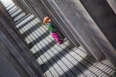 like a surprise (luce_eee) Tags: color berlin girl architecture diagonal surprise holocaustmemorial architettura petereisenman berlino canonef24105mmf4isusm