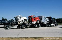 Efficint onderweg (Maurits van den Toorn) Tags: usa white minnesota truck blauw transport iowa lorry rood wit parkeerplaats vrachtwagen snelweg freightliner paccar