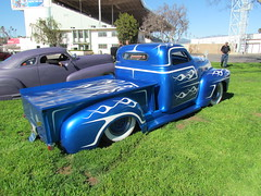 Blue/white GMC (bballchico) Tags: truck design pickup flame chopped scallop lowered gmc daggers bluemoon 1953 gnrs2012 grandnationalroadstershow2012 georgetantardini photobballchico2012