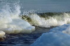 Laeva tekitatud laine (Jaan Keinaste) Tags: winter sea snow ice tallinn estonia pentax wave lumi meri eesti laine talv j k7 paljassaare pentaxk7 paljassaarepoolsaar 4022012