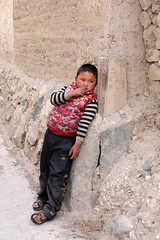 Dreams (Qiche) Tags: china travel people wall rural asian person three town child chinese shangrila valley rivers tibetan yunnan cultural deqin zhongdian