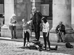 Busker's life - Covent Garden (Untalented Guy) Tags: life uk england white london garden mono monocromo blackwhite strada britain great covent lon busker bla bianco londra nero artista inghilterra