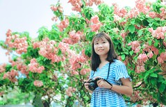 HN10 (Nhp xinh trai siu cp !) Tags: girl vietnam bridge blue bridgeblue clear cearcolor clearcolor flowers canont50 t50 camera green grass outlit day today smile saigon street