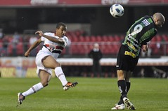Enverga Mas No Quebra (Levi Bianco) Tags: nikon sopaulo sp futebol spfc pauta 2011 d90 estdiodomorumbi campeonatobrasileiro amricamg newsfree levibianco