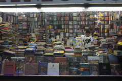 (Luqman Marzuki) Tags: india kid bookstore bookshop newdelhi x100 mantosz