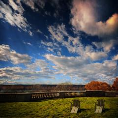 Wave Hill in the fall .... (max tuta noronha) Tags: autumn ny fall landscape chairs bronx nuvens d200 outono darkclouds riverdale wavehill vertorama wanilton buggiedown