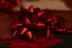 Julklapp med rött band