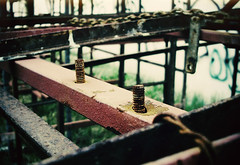Un rinconcito (Nowhere land ) Tags: screw chains cadenas structure tornillo estructura
