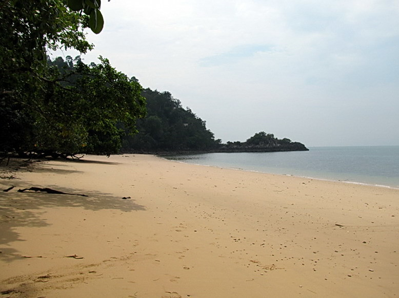The beach at Ao Kwang Peeb