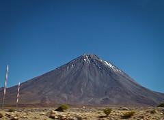 Uyuni (airamzr) Tags: mountains green desert bolivia bluesky desierto montaas uyuni saltflat cieloazul salardeuyuni