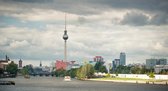 Skyline von Berlin (photo-maker) Tags: city berlin alex river germany deutschland downtown fernsehturm fluss spree downtow 2011 digitalcameraclub flus allemania friedrichshainkreuzberg 20110915132847