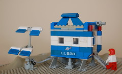 Moon Outpost 928 (Puriri deVry) Tags: blue red moon white classic grey solar lego space transport ll searcher 928 outpost ncs