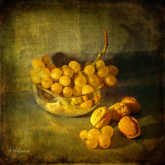 Still Life with Grapes and Nuts (MargoLuc) Tags: stilllife texture reflections silverware nuts grapes uva noci winogrona orzechy platinumheartaward tatot