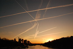 Traffico!!! (MarcoR) Tags: new york travel wedding red sea summer sky orange sun newyork paris color art love beach water night lanterne plane canon fire losangeles nikon tramonto mare estate traffic alba jet noel volo cielo luci acqua natale rosso colori spiaggia aereo fuoco arancione parigi traffico bello volare desiderio scie kongming lanternecinesi