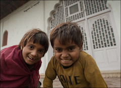 Thru my lens ... (Ragstatic) Tags: life light boys delhi expressions urchins streetkids redfort