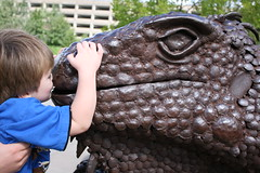 smooch for the statue (sassyseltzer) Tags: stpaul mn labordayweekend summerslasthurrah reallyfun staycation