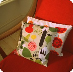 two new cushion covers (modflowers) Tags: vintagefabric cushioncover modflowers patchworkpicnik