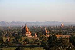 Beautiful view (pinnee.) Tags: burma myanmar gettyimages pagodas bagan nyaungoo oldbagan sunsetinbagan bagantemples templesinbagan baganatdawn