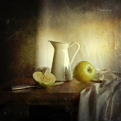 Still Life & Green Apples (MargoLuc) Tags: stilllife green texture vintage apples motat platinumheartaward tatot alwaysexc artistictreasurechest magicunicornverybest magicunicornmasterpiece stillexcellence