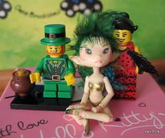 Look, we captured a Leprechaun (ValliPink) Tags: lego tiny resin minifigs minifigures series6 dreamhighstudio dhsmicrobjdsylph