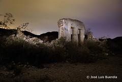 Ruinas en Calblanque (Jos Luis Buenda) Tags: espaa mar mediterraneo murcia ruinas nocturna cartagena maglite casaabandonada calblanque espaa regiondemurcia