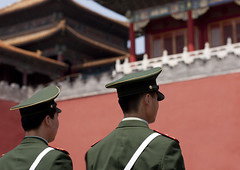 POLICE DANS LA CITE INTERDITE A BEIJING, CHINE (Eric Lafforgue Photography) Tags: voyage china travel history monument horizontal architecture composition outdoors photography back gate asia day image outdoor beijing police bluesky nobody unesco communism dedos asie forbiddencity tiananmensquare majestic chine clearsky policeman worldheritage cielbleu capitalcities colorimage diminishingperspective famousplace exterieur buildingfeature northeastchina buildingexterior chinesescript internationallandmark imagetype hebeiprovince beijingprovince builtstructure asiapac