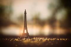 From Paris to heaven... (cristina.g216) Tags: light sky luz yellow stars bokeh eiffeltower amarillo cielo torreeiffel estrellas flare