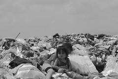 No es un sueo (Fotografa bsica) Tags: people mxico trash 50mm tristeza gente homeless victoria nios m42 tamaulipas childrens pentacon infancia niez abandono realidad decadencia basurero impotencia denuncia exclusin pobrezaextrema trashlife crudarealidad luisalbertoloredotovias