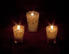 A la Luz de Las Velas (dagni_l) Tags: luz navidad noche rojo soft box llama paz amarillo flame estrellas ligth tres velas deseo findeao candels tranquilidad destellos panoramafotogrfico mygearandme mygearandmepremium flickrstruereflection1 bbng