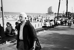 elderly gentleman having a stroll (gorbot.) Tags: barcelona street blackandwhite bw candid barcelonetta f19 leicam8 digitalrangefinder ltmmount voigtlander28mmultronf19 siverefex