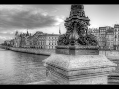 Double Faces #2 (www.fromentinjulien.fr) Tags: city morning light bw white black paris france history monument seine architecture photoshop 35mm pose dark french effects long noir december minolta sony capital nb pisa pont f2 capitale alpha 35 neuf towns blanc postproduction hdr sal masterpiece lampadaire francais citt decembre lightroom lunga estoria historique effets conciergerie parisien hudge a850 ciuda fromus colocacin traitements dslra850 alpha850 fromus75