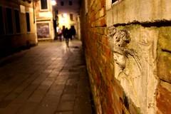 வெனிஸ் தெரு!!! (KxCliX) Tags: street old venice italy baby brick statue night dark photography focus europe ruin wierd horror venetian haunting eurotrip haunt karthik kx sugu suganthi kxclix வெனிஸ் தெரு