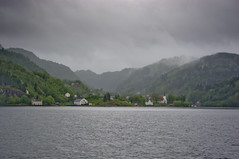 Downtown ?? (Vergnaud Nicolas) Tags: houses sea mer norway clouds norge mai bergen nuages maison fort norvege 2011