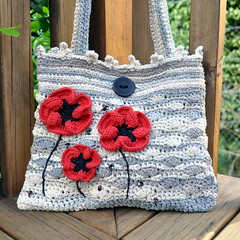 Crocheted purse Silky poppies (Kiwi Little Things) Tags: bag beads crochet purse poppies swarovski handbag